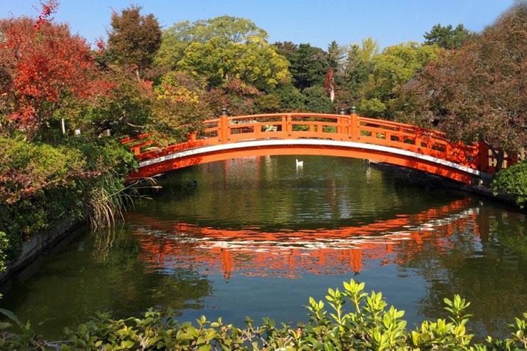 Un pont sur la rivière
