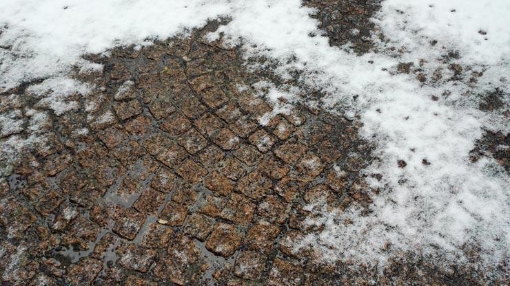 Sur les pavés, la neige...